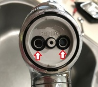 タカギ 浄水蛇口のパッキンについてタカギの浄水機能付き蛇口を使用していますが、 写真部分のシール材の型式が判る方いらっしゃいましたら教えてくださいスクレーパーと形状が似ていたのでSER-9を入れてみたので...