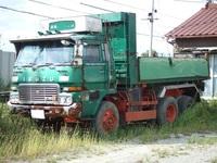 昔の大型トラックてパワーステアリングがなかったと思うのですが。 当時の小型車でもパワーステアリングがなくて重かったのに。 パワーステアリングのない大型トラックてどうやって回していたのですか。 と質問...