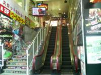 栄キングジョイでコスプリを撮りたいです。階段上がってどう行けばプリクラやゲームセンターがあるところへ行けますか?