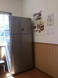家の冷蔵庫は写真の冷蔵庫と同じですごいでかいのですが、震度7くらいの地震の時、この冷蔵庫は倒れると思いますか? 写真は拾い画です。 ちなみに静岡県住みです。
