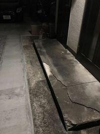 玄関ポーチの修理についてです 不注意で割ってしまいました。 この画像ポーチを修理するのに見積もりを取ったところ9万円だったんですがコレは相場なんでしょうか?詳しい方よろしくお願いします。