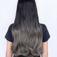 このような黒髪をベースとしたアッシュグレーのグラデーションをどう思いますか?