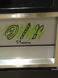 マクドナルドのゴミ箱の、左のマークって何を表していますか?