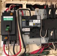 200V変換について。賃貸管理会社より、200V IHコンロを使用するために30Aから50A程度までのアンペア数をあげることと、対応工事が必要といただきました。 台所に100Vコンセントが2つ(計4口)あり、そのうちの一...
