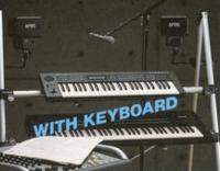 電子ピアノで弾き語りをやりたいのですが、オススメのインターフェイスありますか? 画像の様なセッティングが理想です。現在、揃っているものは電子ピアノと画像にも載っている10Wのアクティブスピーカーです。...