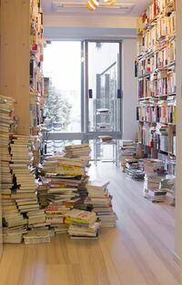 メンタリストのDAIGOさんって、テレビ以外でなにか稼いでるんですか?家具も高そうですし、壁にぎっしり詰まっている大量の本を買ったお金の元も気になります…