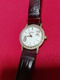 PIAGET?ピアジェ?と書いてある古い時計なんですが、これって元は高いものですか?