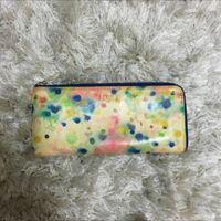 財布が黄ばんでいるのですがなにをしたら黄ばみが取れますか? 元々は白色だったのですが…。