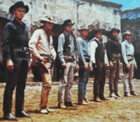 左から3番目の俳優は何て名前のハリウッドスターでしょうか? 西部劇