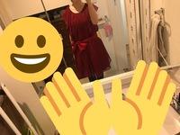 同窓会の服装について  近々、高校の同窓会が行われます。ホテルで立食形式ですが、成人式直後の同窓会でない場合、参加時の服装はこのドレス(添付写真)だと派手すぎるのでしょうか? ネット でいろいろ調べま...