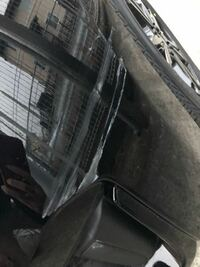 車こすって、擦り傷ができました。 修理代はどのくらいかかるのでしょうか?  またこのぐらいなら自分で何とか出来ますか?