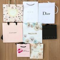 デパコスを公式通販で買ったらショッパーみたいな、紙袋はついてくるのでしょうか?