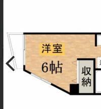 春から住む予定のワンルームの部屋が6帖の台形で家具の配置に困ってます。 置きたい家具は  〇ベッド 〇タンスor棚 〇テーブル  です。  わかる人がいたら教えて欲しいのですが、 私はテレビっ子なので、一人暮ら...