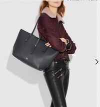 女子大学生です。大学の通学バッグに使えるA4ファイルやノートパソコンなどが入る大きなトートバッグを探しています。長く使う物なので少し高くても丈夫な良い物を買いたいと思っています。予算は6万円程度で、今...