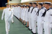 セーラー服は、女子の制服ともなっているが、本来は、海軍や海上自衛隊の男の制服です。なぜ、世間では、女だけはセーラー服やセーラー服風の服装をしていいが、男がしたら変だみたいな風潮になってて白い目で見...