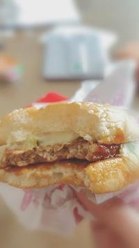 マクドナルドのてりやきバーガーって、レタスはこんなものですか?(><)