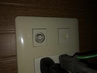 LANケーブルにモジュラーコネクタが付いているのをLANのソケットに変換できる物はありますか?