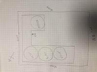 外構(エクステリア)について  添付の図のような間取りで家を建てることを検討しています。 南西道路のため、日当たりの良い位置にLDKを配置した為、玄関が敷地の奥の方になってしまいまし た。 玄関を道路...
