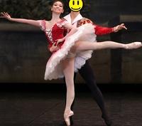 バレリーナのスカートの下のパンツって何と呼ぶの? . クラシックバレエの女性が衣装のスカート(チュチュ)の下に履いているパンツの様な物って、一般的に何と呼ばれているのですか? 普通にパンツと呼ぶのです...