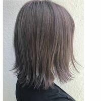 ラベンダーアッシュグレーに髪色をしたいのですが、写真のような色(もう少し暗くてもok)ってブリーチは何回くらい必要でしょうか? 私はいままで一度も髪を染めたこともブリーチしたこともありません 回答よろし...