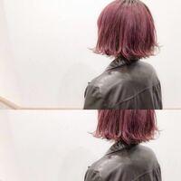 エンシェールズのカラーバターについて 現在、赤よりのピンクに紫を若干混ぜたような髪色をしています(ラベンダーピンク?のような色) 拾い画ですが画像のような色です。  段々色落ちしてきているため、同じ色をキープするためにカラーバターを使おうと思っています。  ショッキングパープルだと紫が強すぎ?ライトパープルだとピンクすぎ?けどチェリーピンクだと紫感がない感じかなと悩んでいます。  色の見本が...