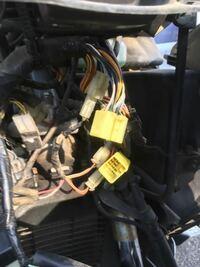 皆様方 宜しくお願い致します。 バイクのコネクターの中の配線へテスターでの検電?ですが、コネクターの中の配線にテスターのプラスを当てて テスターのマイナスをボディアースで正しいでしょうか?  宜しくお願...