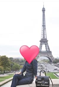 エッフェル塔の見える場所 この写真はあるモデルさんのインスタグラムの写真なんですが、今度パリに行くのでこのアングルで写真を撮りたいです。 どこから撮っているか分かれば教えてください 。