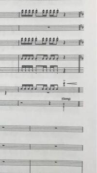 ドラム 楽譜の読み方について スネアの後の一番最後の(他の楽器が休みになっているところ)音符は シンバルではないのでしょうか?