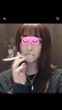 この人みたいにタバコ吸った直後に口から煙を出す?にはどういう吸い方すればなりますか? いつも鼻から煙出ちゃうので…