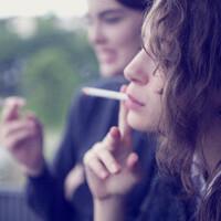 煙草を吸う女性はお好きですか?