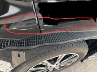 車?当て逃げされました。うねり線のような傷が、白色とクリーム色で付けられています。 車でも このような線が付くことはありますか?? 車より自転車などの可能性が高いでしょうか?