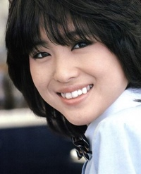 浜辺美波ちゃんって昔の松田聖子さんに双子レベルでめちゃくちゃ似てると思うんですけど、誰か共感してくれる人いません???  写真は松田聖子さんです