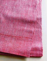 無地の紬帯って、どんなものに合わせればいいですか? いただきものなんですが、一重で節の多いざっくりしたものです。薄ピンクというか薄い臙脂色みたいなちょっとボケた色で、写真だとなんかハッキリした色っぽいですが、地味な色です。  手持ちのモダン柄の大島に合わず、染め小紋には違う気がして困りました。  リサイクルで何か合いそうなものを探してみようと思いますが、そもそもこういう帯ってどんなものに合わ...