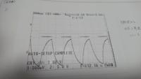 OPアンプを使った積分回路の実験の考察が分からないです。教えて下さい。 1、ハードコピーの実験結果から、方形波を入力すると出力がそのようになる理由を述べよ。  2、積分可能周波数より低い周波数が入力されたら、積分回路はどのように動作するのか述べよ。  3、積分回路に正弦波を入力すると出力はどのようになるか。