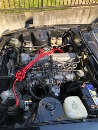 スロットルボディとエアフロセンサーの清掃について アイドリング中にハンチングします。 スロットルボディとエアフロセンサーを清掃したいです。この画像のどこを外せばいいでしょうか? 旧車なので、整備を断ら...
