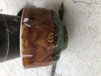断捨離作業中に出てきたのですが、 この茶碗?酒を飲む器?  何焼 とか名釜とかということ ないですよね? まさかね…  ひどい埃がかぶって複数あります。