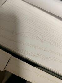 白のニトリの棚の上にハトムギ化粧水を置いてたら(多分液体が下にたれてきて)こうなってしまいました。なおすほうほうはありますか?