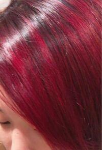 この髪色を明るめの茶髪程度にしたいです。 マニパニのヴァンパイアレッドを明るめの茶髪入れたら思った以上に明るくなってしまって1日2回洗ってもあんまり落ちません。 インナーは元々金髪だったので余計に色が入ってます。 ブリーチした場合、ほかの色は入りますか? ブリーチしてから市販のカラー剤の緑を入れたらどうなりますか??