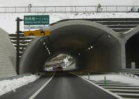 高速道路のトンネルで一番短いトンネルは、写真のトンネルですか?
