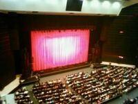 オリックス劇場についてです。 ホールだとアーティストと触れられるくらい近い会場が多いのですが、ここはこんなに離れているんですか? 行ったことがある方お返事お待ちしています。