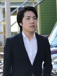 小室 圭 さん  なんか、顔デカくないですか?笑 なんか体と顔のバランスが悪いというか。  気のせい?