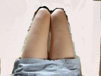 《画像あり》この太腿は太いですか? ミニスカートやショートパンツで脚を出しても見苦しくないですか?  履いてもいいのなら、このミニスカートに合う靴は何でしょう?