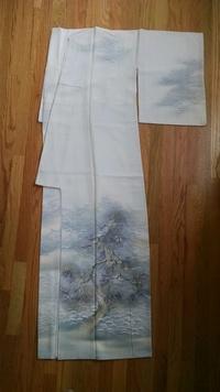 この訪問着には、どんな帯が合うでしょうか? 写真付きです。 濡れ描き友禅の『松に雪』のリサイクル訪問着を、一目惚れして買いました。他に持っている着物は母から受け継いだ物がほとんどで 、こういった現代物...