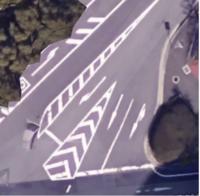 片側1車線道路が、交差点手前のところだけ広がって3車線になっている場合、右折する原付は2段階右折なんですか?