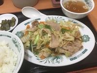 日高屋で期待しないで頼んだ肉野菜炒め定食。甘めの味付けでなかなか美味しかったです。 他にはどんなメニューが美味しいですか?