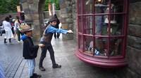 USJのハリーポッターエリアで出来るワンドマジックって杖を使って魔法体験できるアトラクションの仕組みってどうなってるんでしょうか?杖の先の丸いやつが何か関係あるのですか?