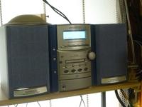 ケンウッドのコンポSH-3MDのジャンクを買ったところ、カセットテープが左右の音量のバランスのが悪く、右側が普通だとすると左側は1/4位の音量です。 カセットテープの回路に左右のバランスを取るボリュ...