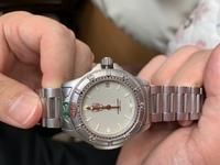 タグホイヤー プロフェッショナル 999 706 K の  販売当時の値段を教えて欲しいです  主人の形見の腕時計が まだ動いているので 大学生の息子が使いたいと言いました  主人が 若い時 にこの時計が 欲...