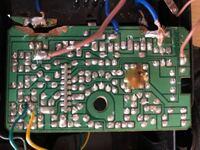 ラジコンについての質問です。 ラジコンに限った話ではありませんが、先日ラジコンの基板が、いじっていた時割れてしまいました。 基板の修復方法、又は、配線を改めて別の所にハンダ付けできるといった、改善方法があれば教えて下さい。