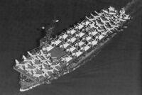 空母の甲板いっぱいに艦載機を並べるのはなんの意味があるのですか。 これでは発艦できません。